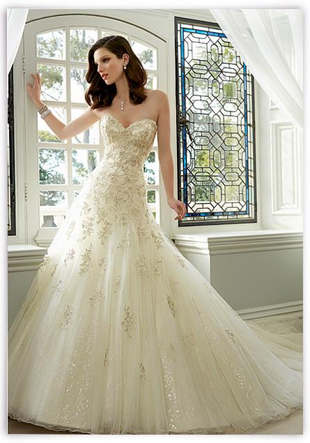 3475476cb964 Svatební salon Kolín - půjčovna svatebních šatů